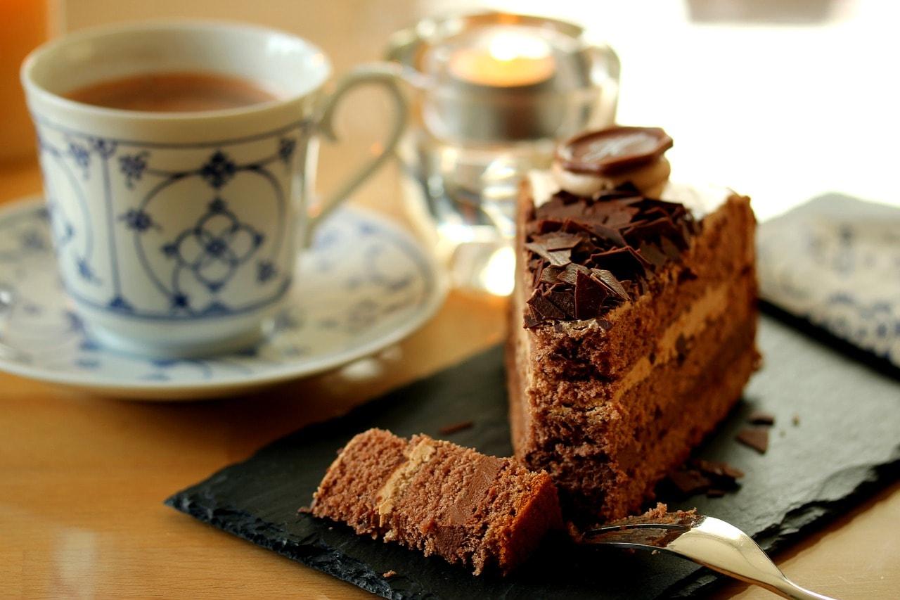 Jameslaxer Berlin Auntbetty Friedrichshain Kaffee Kuchen James Laxer